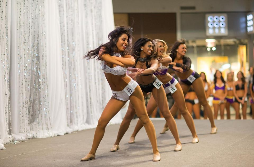 Professional Cheerleader Taylor - Minnesota Vikings Cheerleaders
