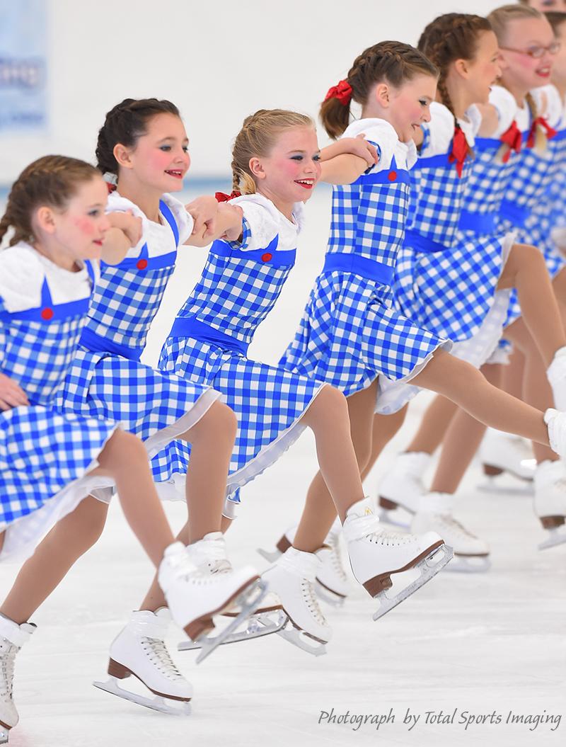 The Line Up - Fond du Lac Blades Pre-Juvenile - Mids Skate Dress
