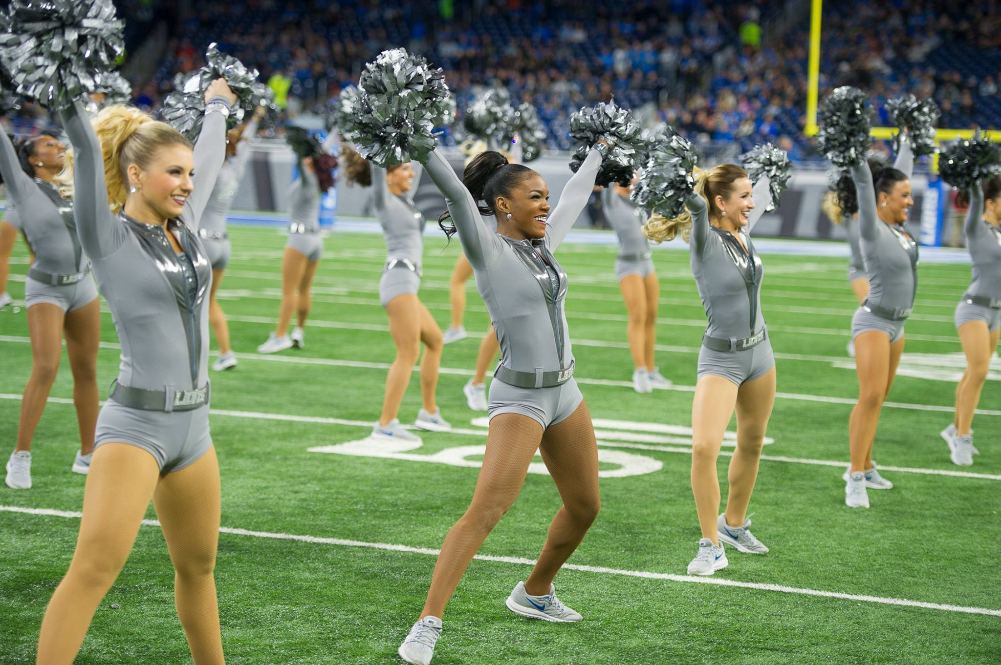 Team Spotlight: Detroit Lions Cheerleaders' New Uniforms