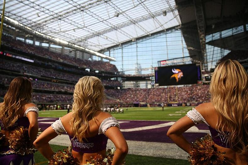 us bank stadium minnesota vikings cheerleaders